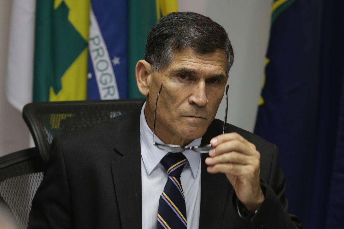 General Santos Cruz diz que é vítima de montagem criminosa e exige investigação