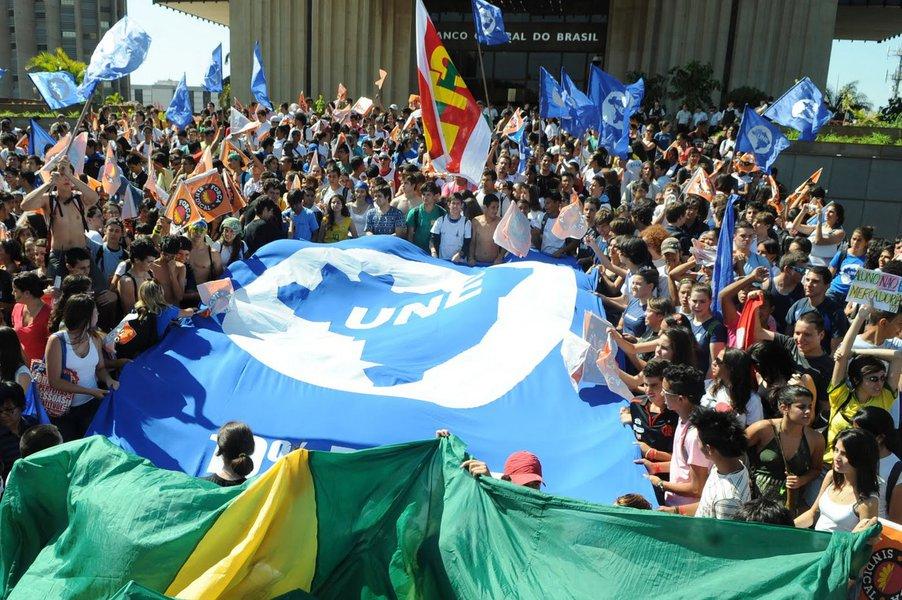 UNE mantém tsunami da Educação e avisa: 'não vão nos enganar'