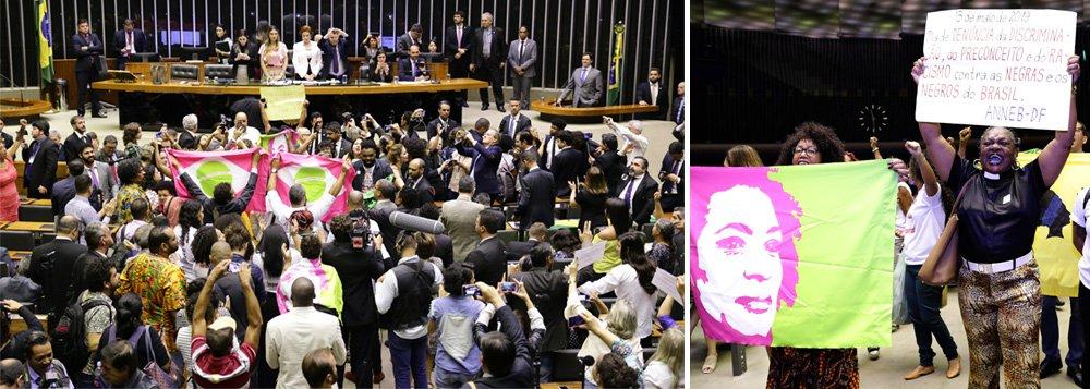 Com faixa de Marielle, Movimento Negro interrompe homenagem a Princesa Isabel na Câmara