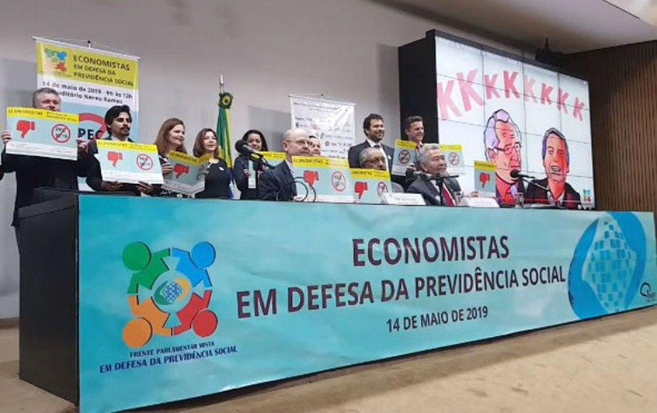 Economistas destroem 'mitos' da 'reforma' da Previdência e lançam manifesto