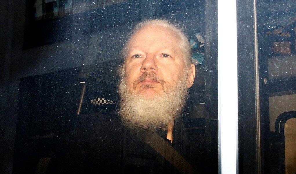 Assange é preso e deverá ser entregue aos EUA