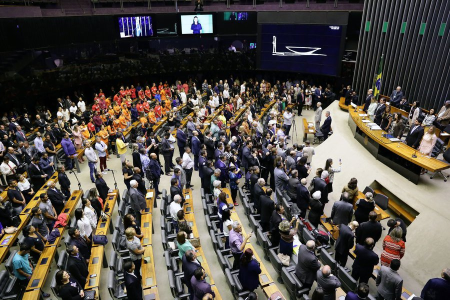Câmara dos Deputados promove farra dos passaportes diplomáticos