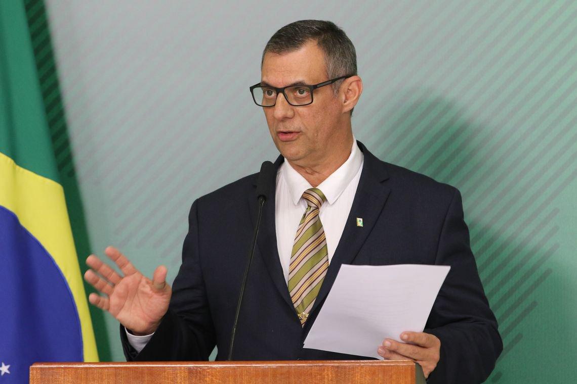 Exoneração de Santos Cruz 'não está na pauta nesse momento', diz porta-voz