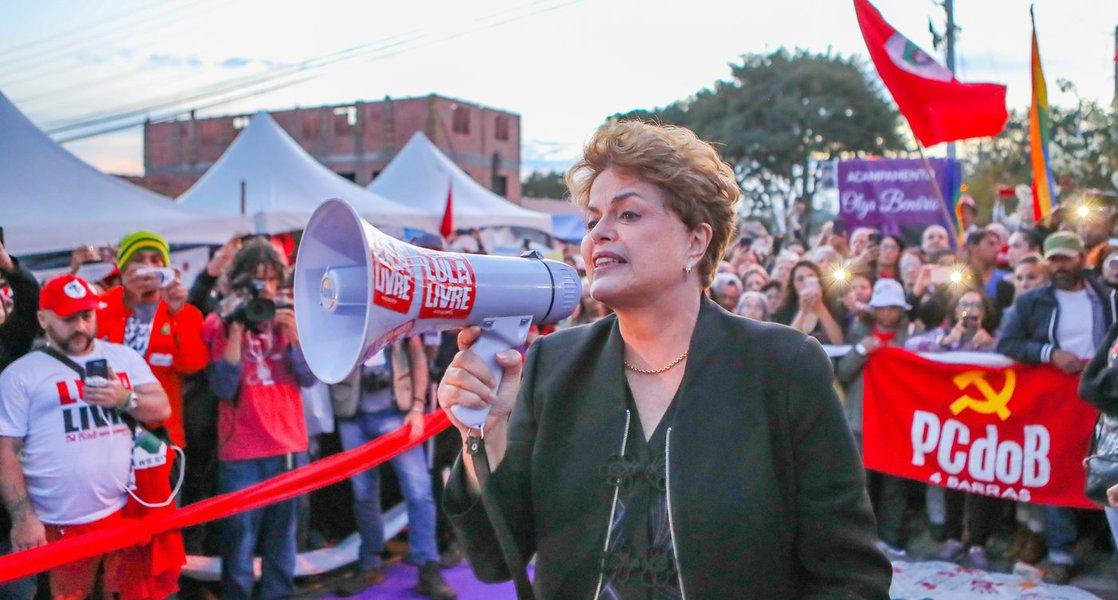 'Inocentes não devem cumprir pena', diz Dilma sobre decisão contra Lula