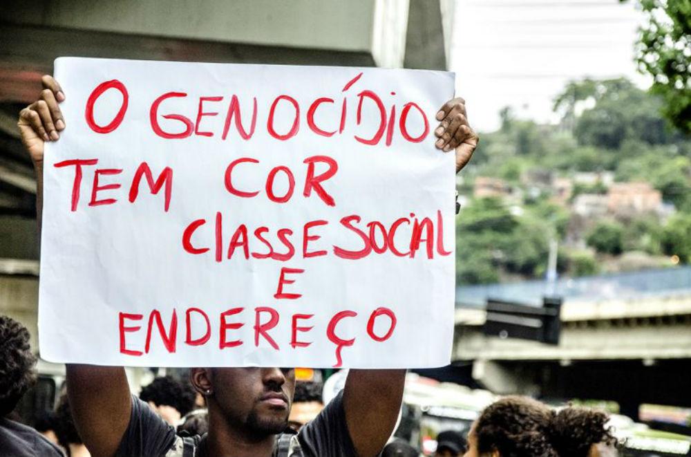 Bolsonaro ignora abismo gerado pelo racismo, dizem defensores públicos
