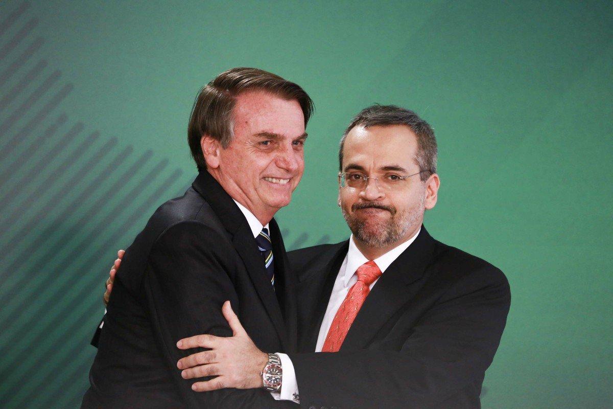 Bolsonaro acaba com bolsas de mestrado e doutorado