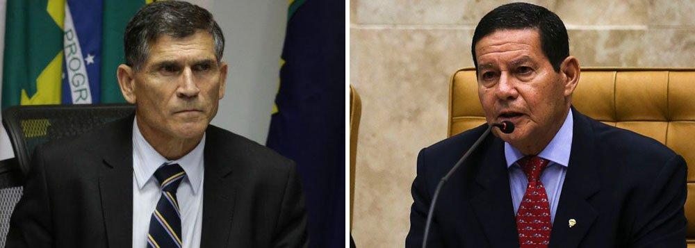 Mourão sai em defesa de Santos Cruz, ameaçado de demissão