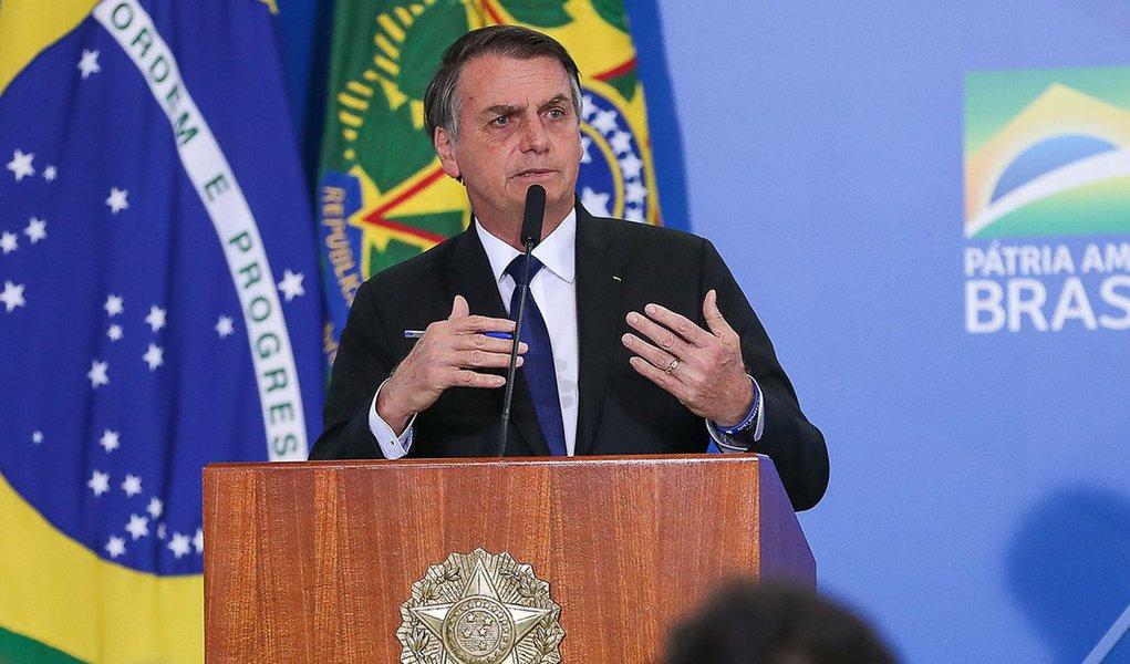 Bolsonaro assina decreto que extingue participação social em decisões do governo