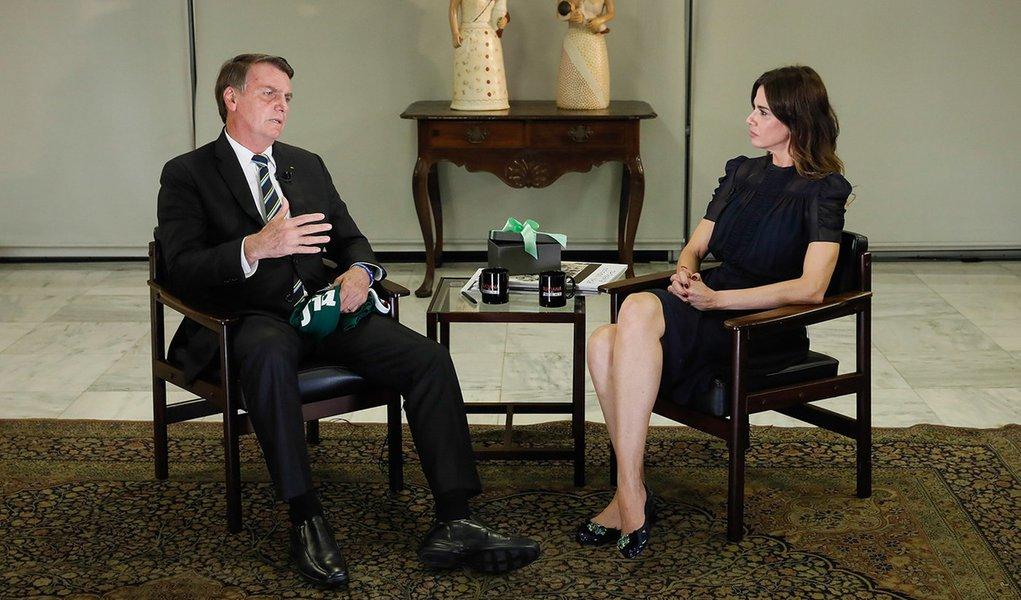 Bolsonaro se diz fã de Trump e afirma que racismo é 'coisa rara' no Brasil em entrevista chapa-branca