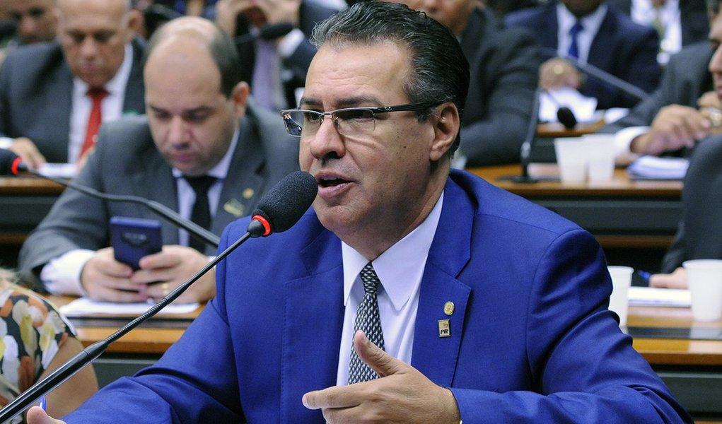 Deputado da bancada da bala diz que Bolsonaro pode não concluir mandato