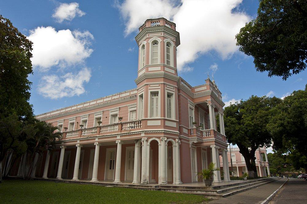 Bolsonaro desconstrói ensino superior no Ceará