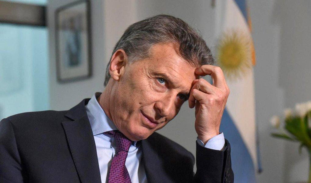 Macri quer chamar Cristina Kirchner para negociar governabilidade