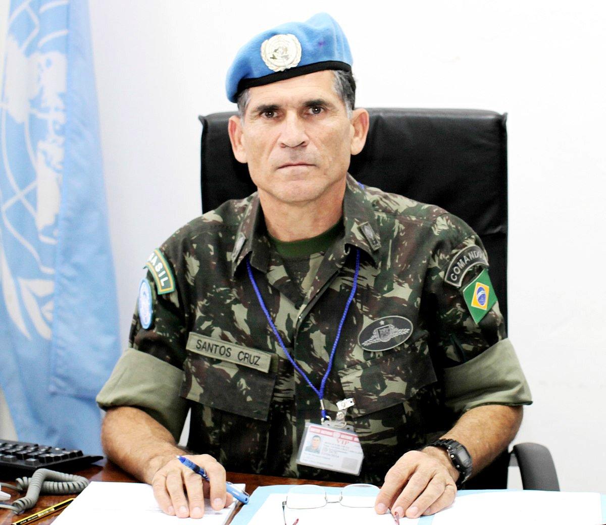 Bolsonaro frita general Santos Cruz e abre crise militar no governo