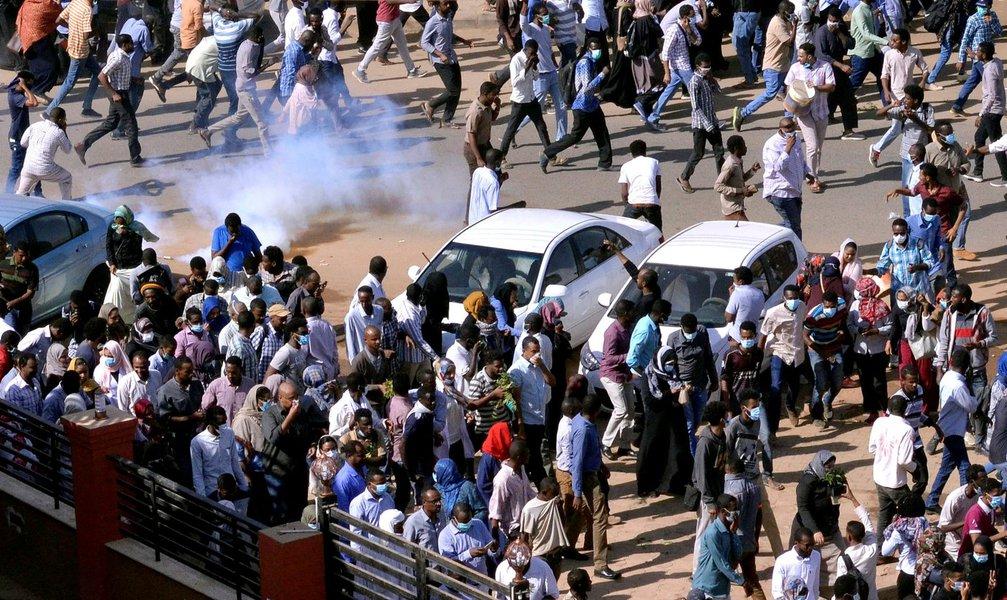 Crise no Sudão provoca falta de comida, combustíveis e dinheiro