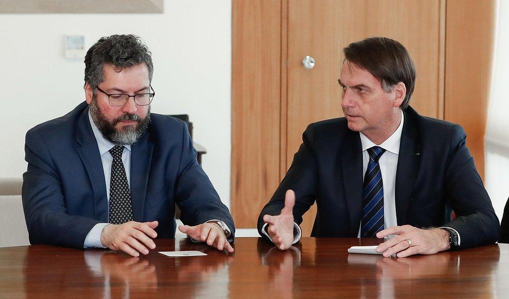 Diplomacia de Bolsonaro dá caneladas na América Latina