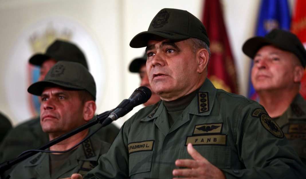 'Quiseram me comprar como se eu fosse um mercenário', diz ministro da defesa da Venezuela