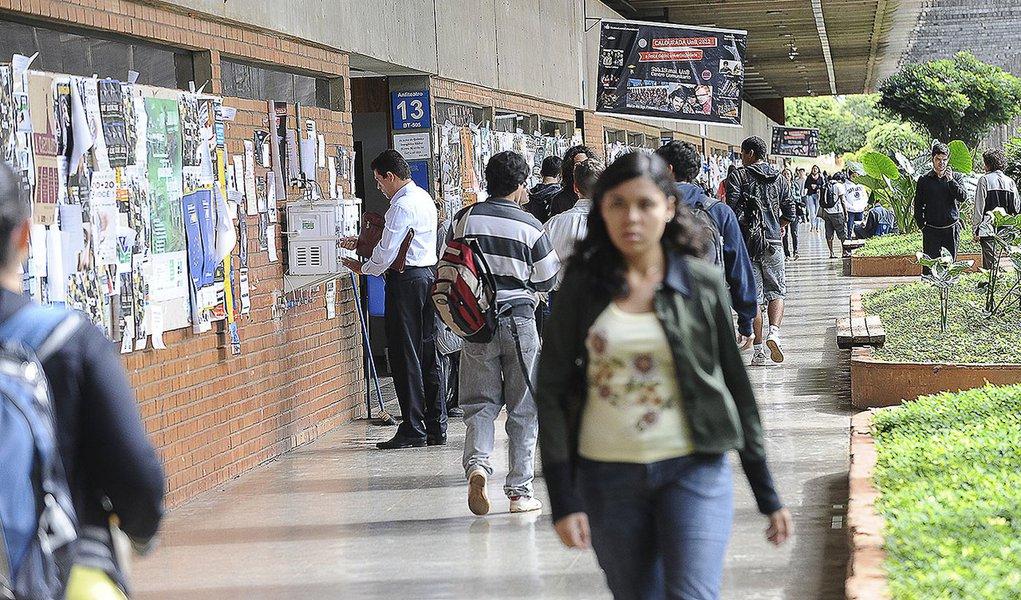 Juristas assinam manifesto em defesa da universidade pública