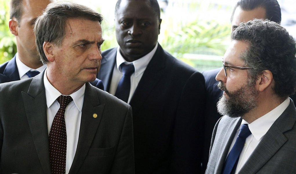 Bolsonaro deve nomear mais um militar para o governo, desta vez na Apex