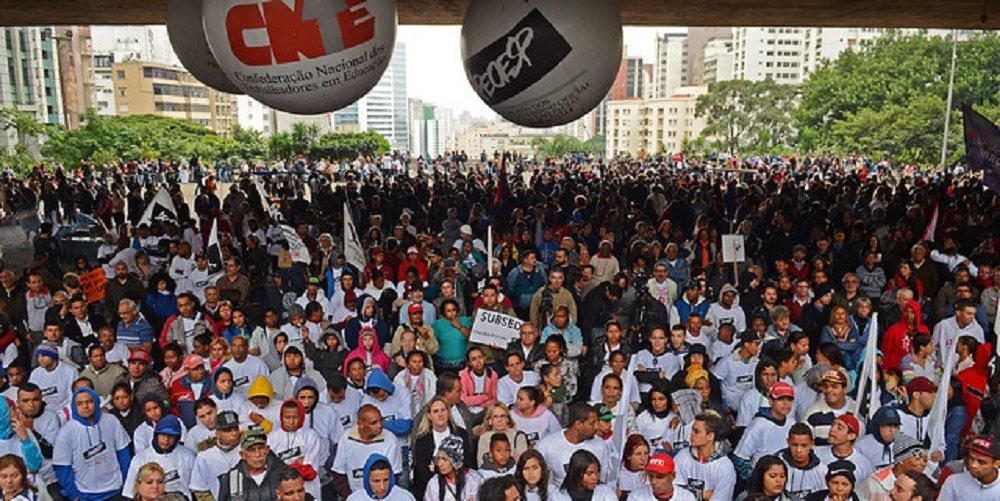 Estudantes, servidores e professores universitários sinalizam greve para 15 de maio