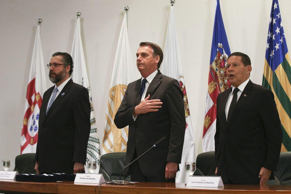 Bolsonaro a diplomatas: quando os senhores falham, entramos nós, das Forças Armadas