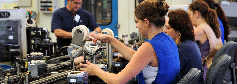 Confiança do empresário do comércio recua 1,5% em abril, aponta CNC