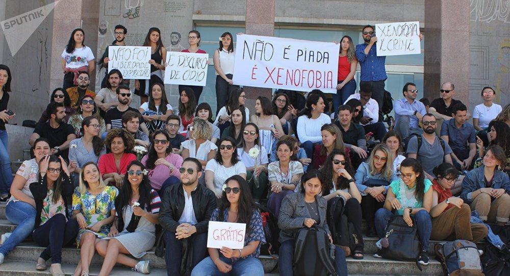 Parlamento português reage contra xenofobia a estudantes brasileiros
