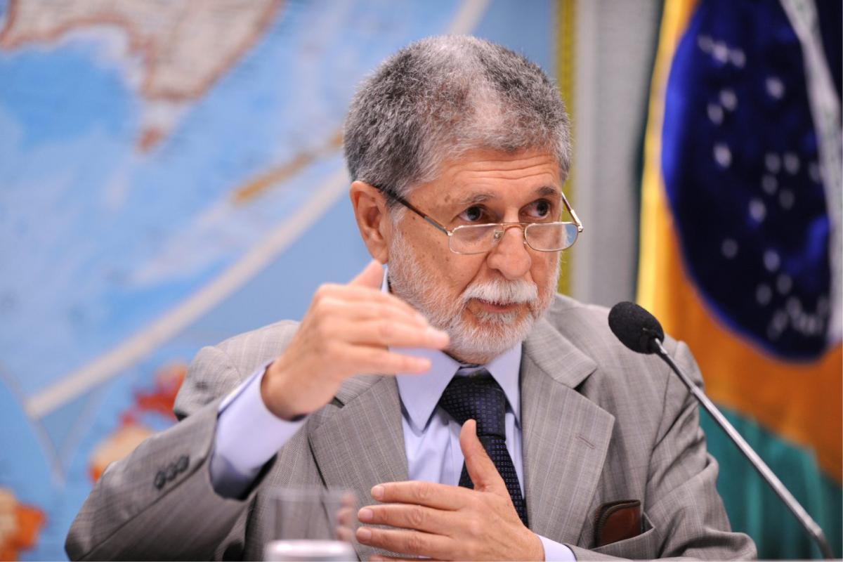 Celso Amorim: 'temos uma situação peculiar no Brasil, ameaça de guerra'