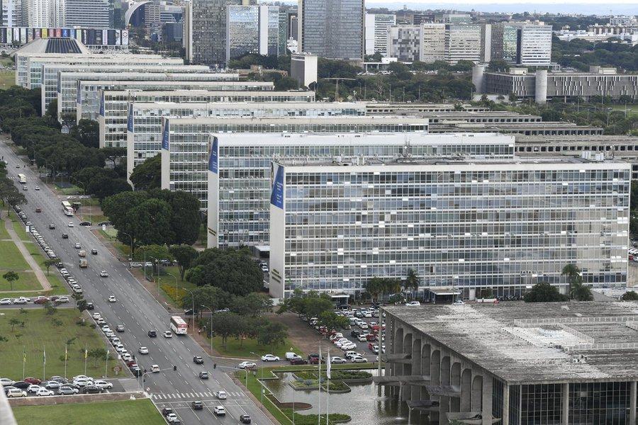 Economia remaneja R$ 3,6 bi para cinco ministérios