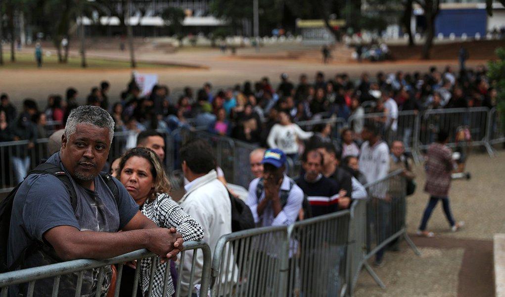 Milhões de pessoas sem trabalho não entram nas estatísticas oficiais do desempregado