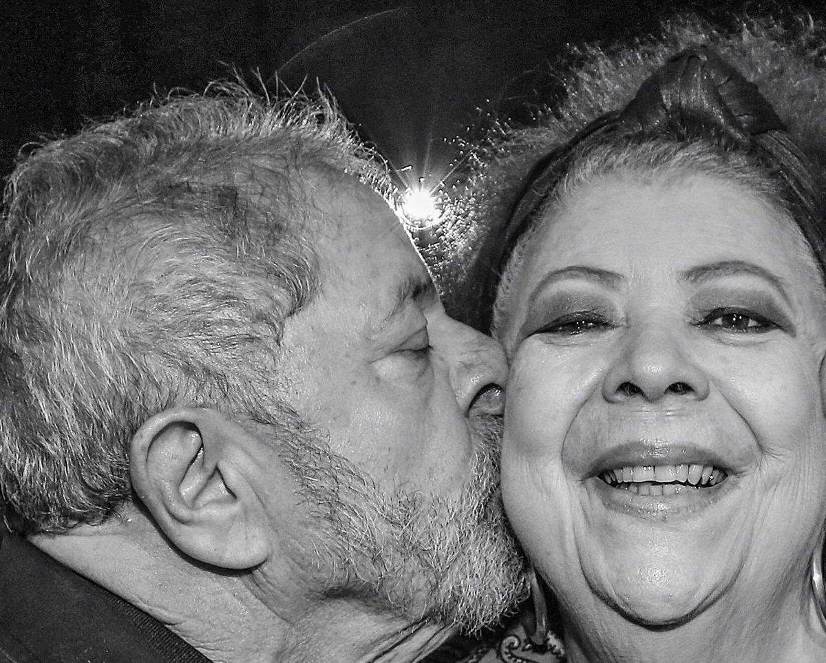 'Vai deixar saudade', diz Lula sobre Beth Carvalho