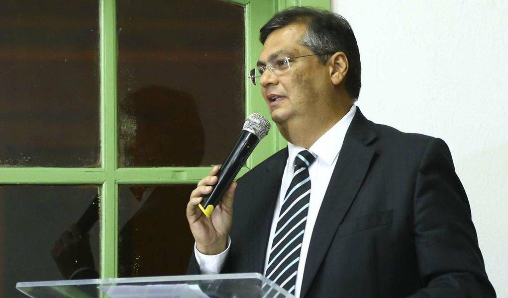 Moro pode ser chamado de tudo, menos de juiz, diz Flávio Dino