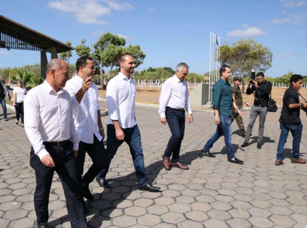 Eduardo Bolsonaro vai com deputados do PSL para a fronteira com Venezuela