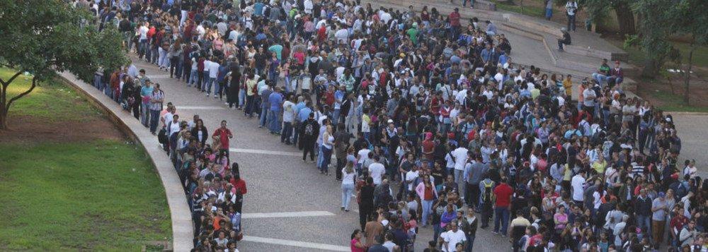 No governo Bolsonaro, os trabalhadores estão na rua... em busca de emprego