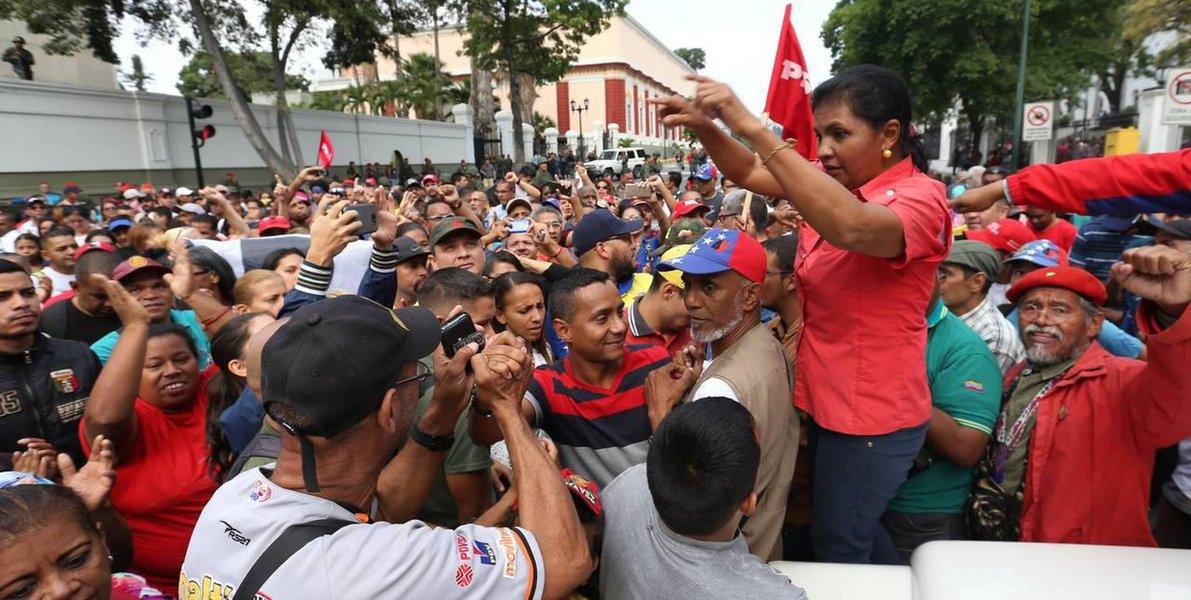 Golpe fracassa na Venezuela; EUA e bolsonaristas perdem
