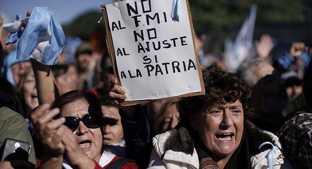 Argentina realiza mais uma greve geral contra governo neoliberal de Macri