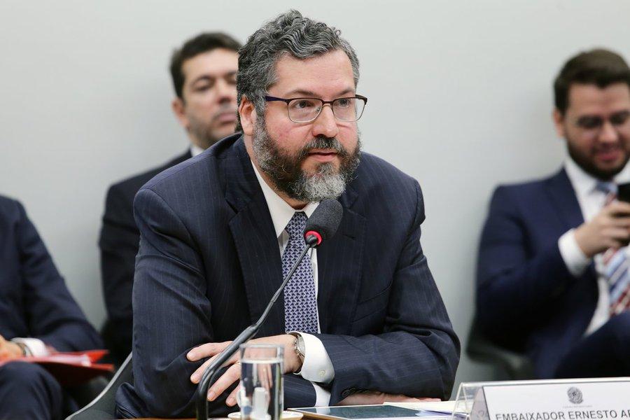 Araújo vai aos EUA reforçar preparação do golpe na Venezuela