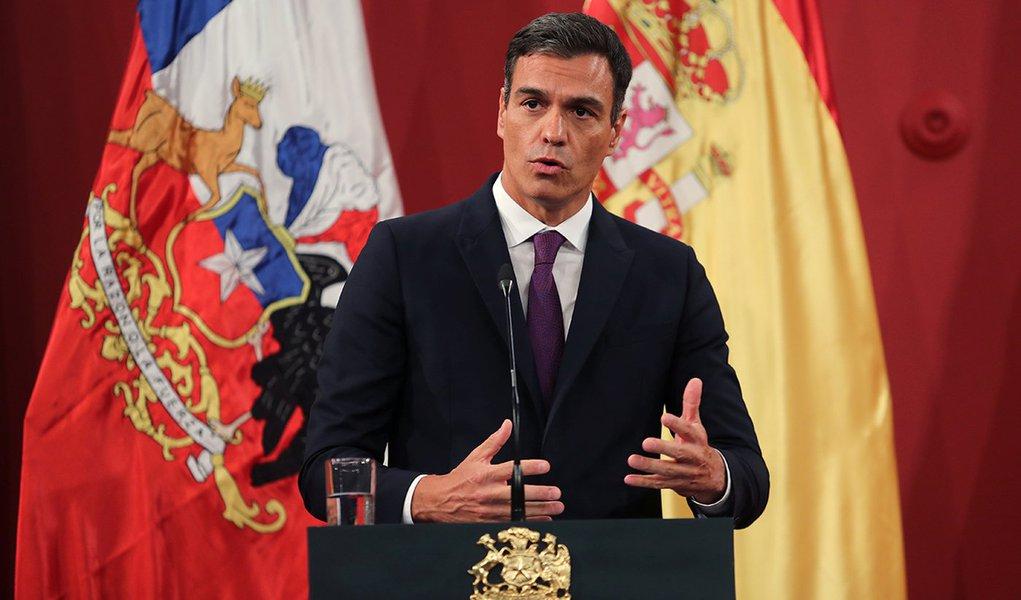 Pesquisas apontam socialista Sánchez como favorito nas eleições na Espanha
