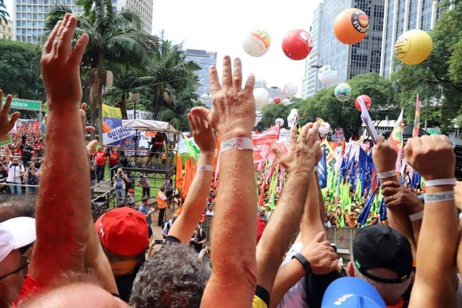 Centrais marcam greve geral contra fim da Previdência para 14 de junho