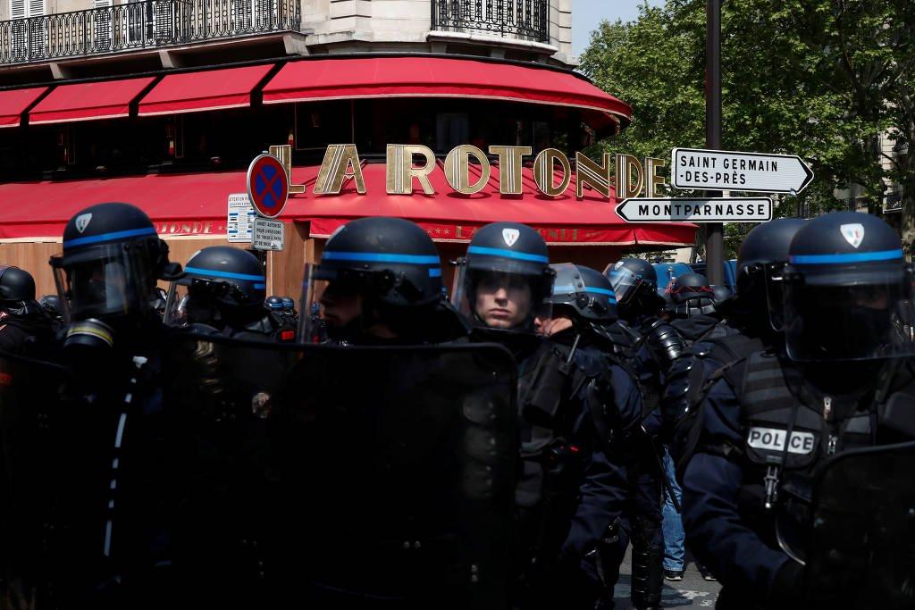 Mais de 300 são presos no Primeiro de Maio em Paris