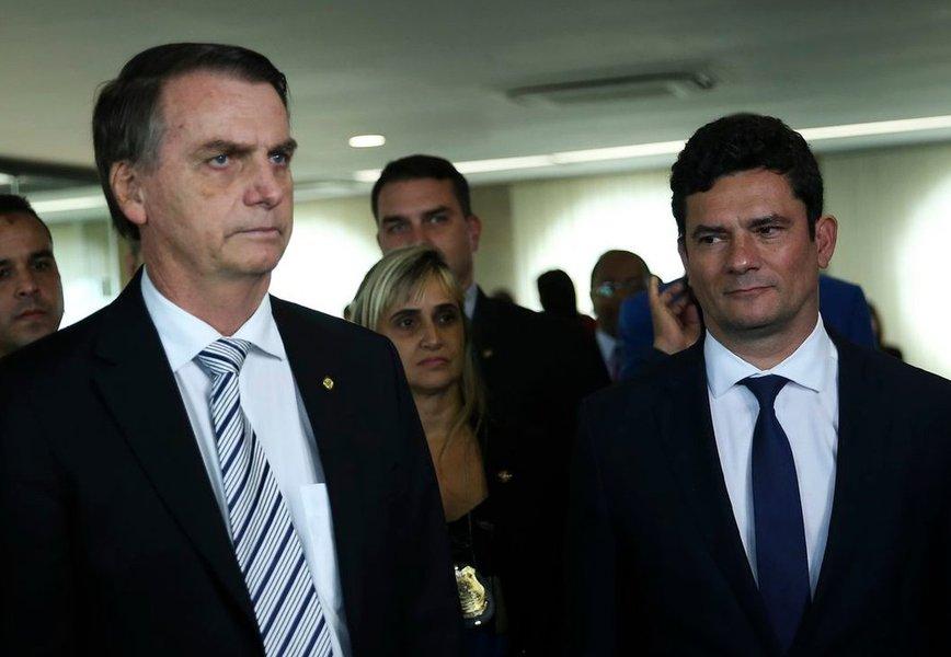 Bolsonaro contraria Moro e negocia tirar Coaf do Ministério da Justiça