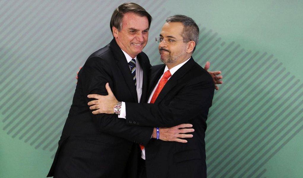 Bolsonaro anuncia ataque às universidades e aos cursos de humanas
