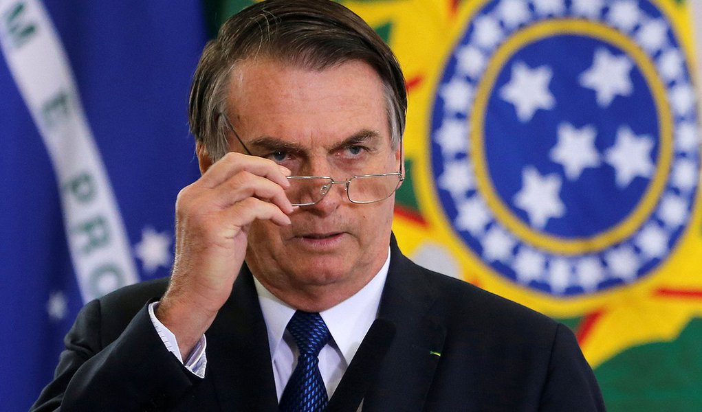 Bolsonaro, que ataca a imprensa, agora defende liberdade de expressão de general