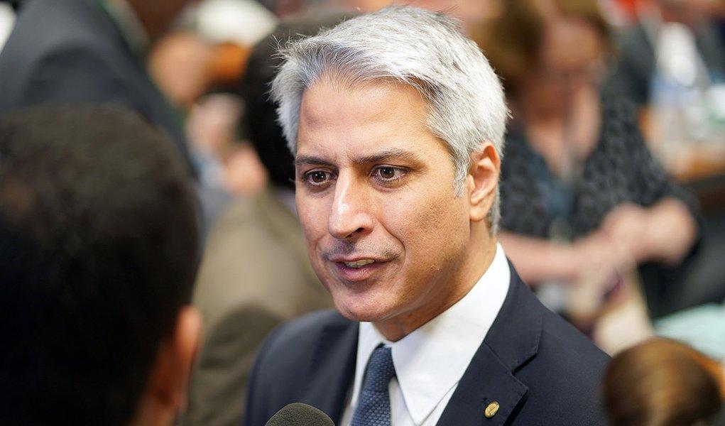 """""""Governo já foi pro balcão de negócios"""", diz líder da oposição"""