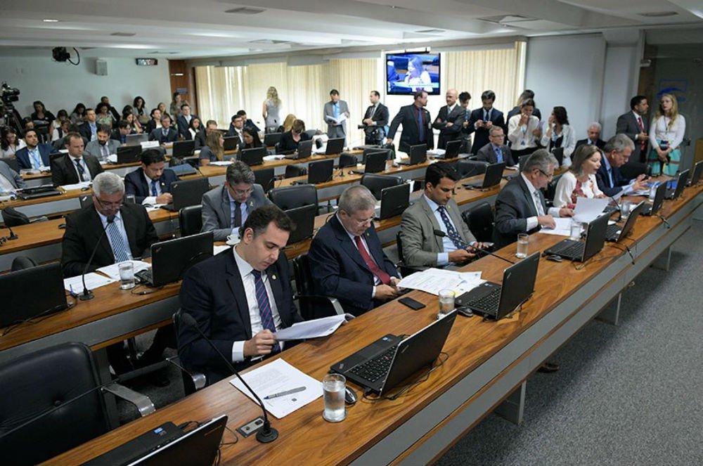 CCJ rejeita fim das cotas de 30% para mulheres nos partidos e arquiva projeto