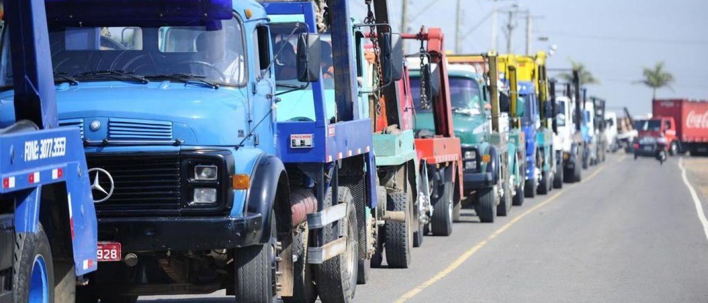 Após diesel subir mais de 10%, governo atualiza tabela de frete dos caminhoneiros