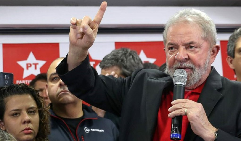 Lula questiona: por que têm tanto medo de Lula Livre?
