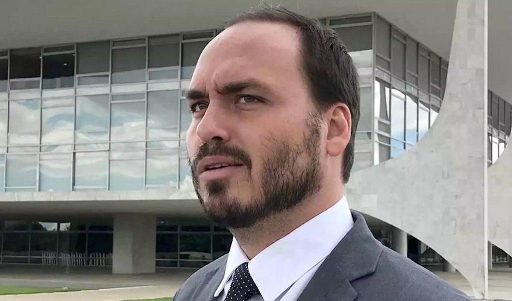 Carlos Bolsonaro acusa Mourão de tratar como 'vitimização' a recuperação da facada no pai