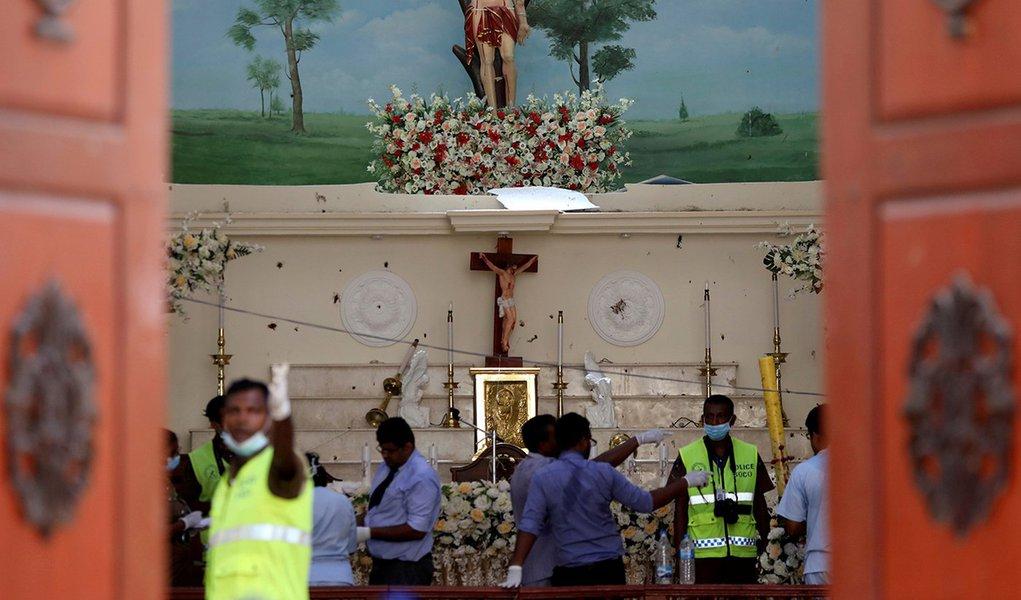 Sri Lanka declara estado de emergência após ataques a bomba