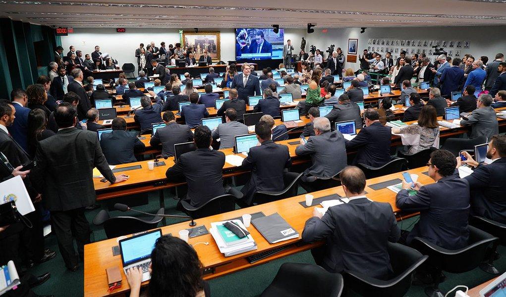 Trapalhada na CCJ aumenta pressão sobre líderes
