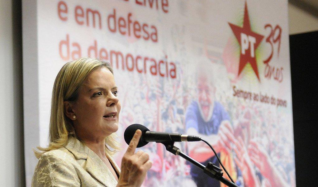 Gleisi pede rigor em apuração de ação do Exército e manifestação de Moro